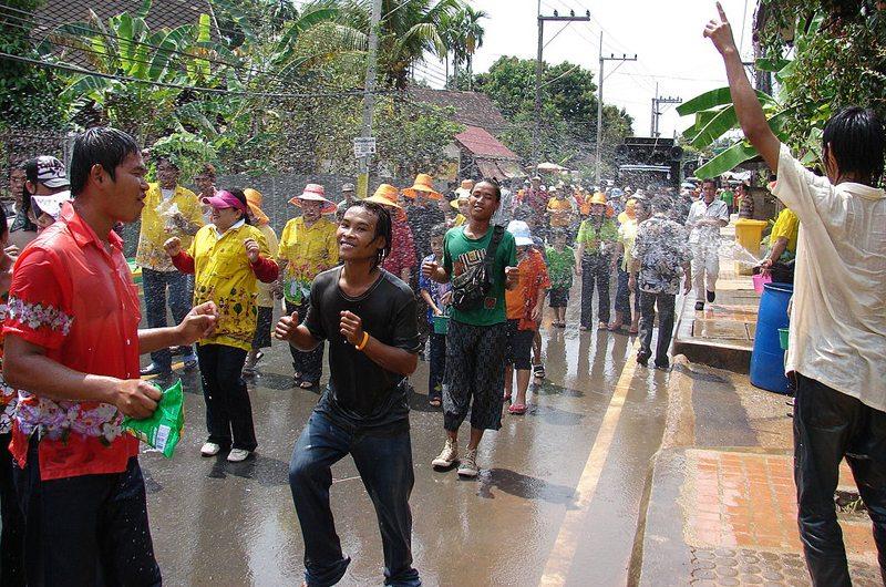 Songkran in Laplae, Uttaradit, Thailand (Bild: Love Krittaya, Wikimedia, CC)