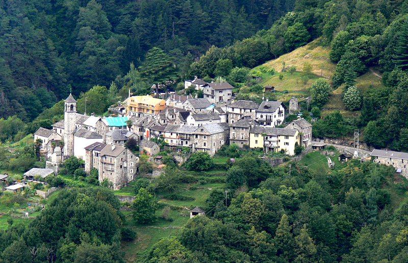 Bergdorf Rasa ist ein beliebter Ausgangspunkt für Wanderungen (Bild: Wolfgang Sauber, Wikimedia, CC)
