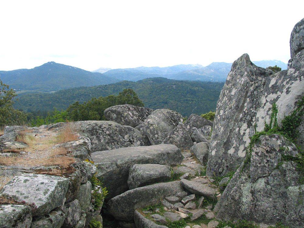 Antike Kultstätte Cucuruzzu im Süden von Korsika (© Jean-Pol GRANDMONT / Wikimedia / CC)