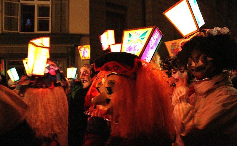Basler Fasnacht – der Morgenstreich-Marsch (Bild: Claude TRUONG-NGOC, Wikimedia, CC)
