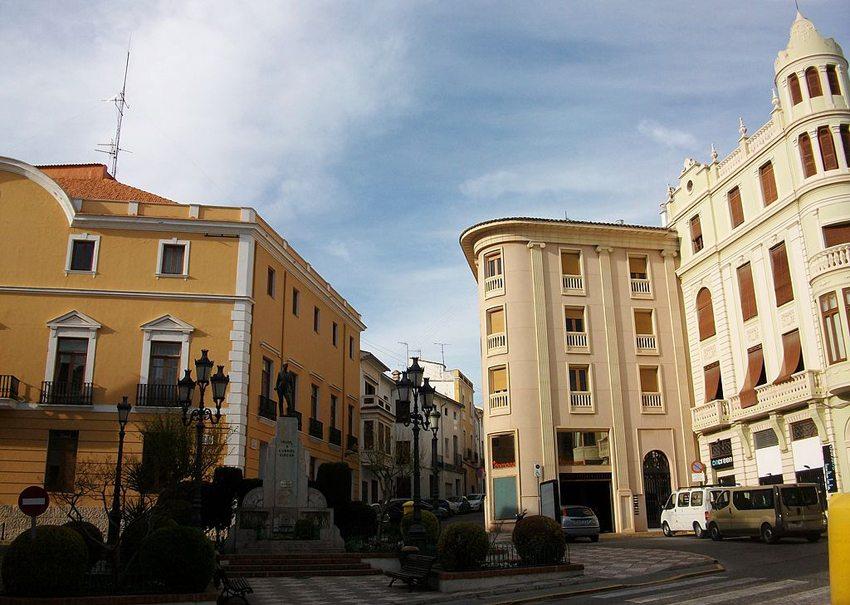 Rathausplatz in Oliva (Bild: Joanbanjo, Wikimedia, CC)