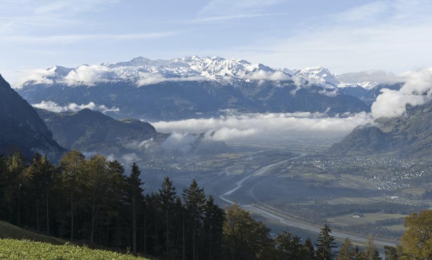 Die Lage im Rheintal beeinflusst das Klima Liechtensteins wesentlich. (Bild: JNM , Wikimedia, CC)