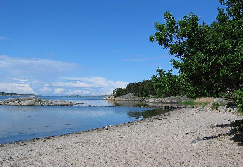 Strand in Särö Västerskog, Halland (Bild: Kajervi, Wikimedia, CC)