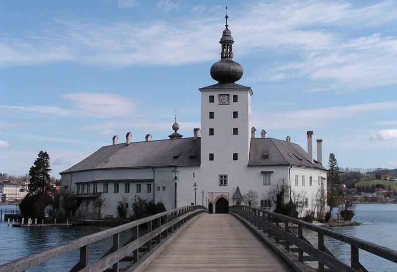 Schloss Ort am Traunsee bei Gmunden, Österreich (Bild: Christian Jansky, Wikimedia, CC)