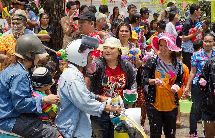 Songkran in Ayutthaya, Ayuttaya Province, Thailand (Bild: JJ Harrison, Wikimedia, CC)