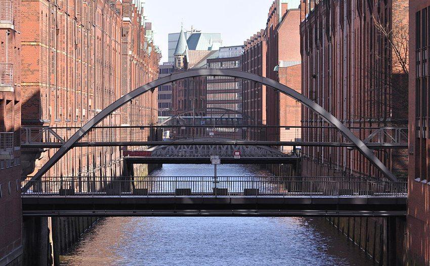 Brücken über das Kehrwiederfleet und das Brooksfleet in der Hamburger Speicherstad (Bild: Ajepbah, Wikimedia, CC)