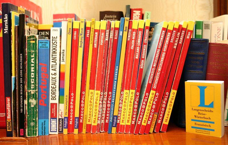 Ein kleines Wörterbuch ist auf einer Reise nie zu viel (Bild: Markus Hein  / pixelio.de)
