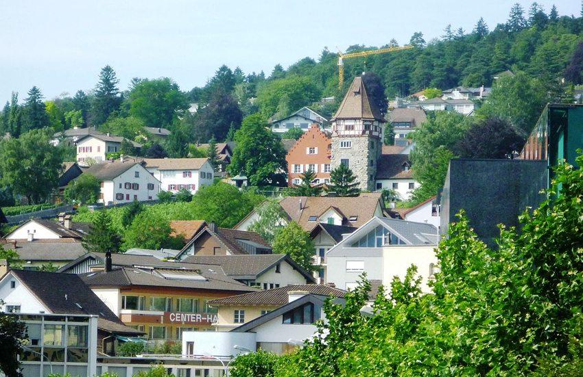 Blick auf das Rote Haus in Vaduz, dem Hauptort von Liechtenstein (Bild: St9191, Wikimedia, CC)