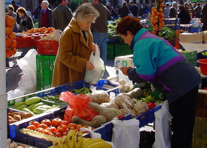 Spanischer Wochenmarkt (Bild: Tom Leddin  / pixelio.de)