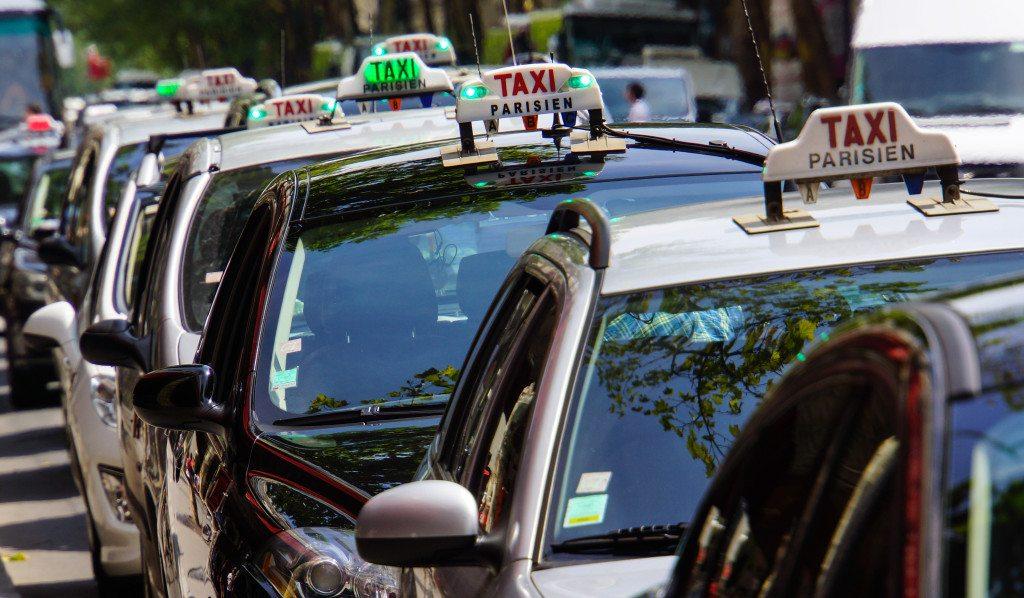 Wichtig im Taxi: Wissen Sie Bescheid (© Rainer Sturm  / pixelio.de)