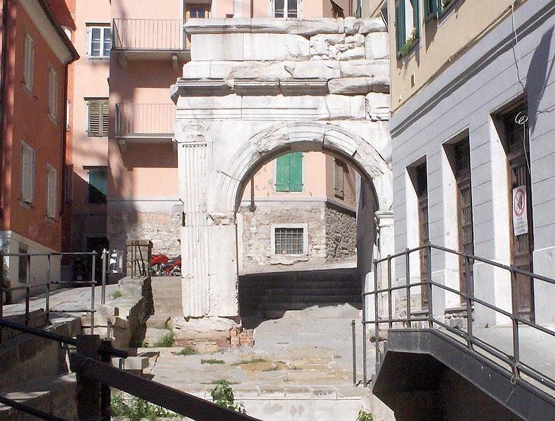 Arco di Riccardo (© GFDL-Self / Wikimedia / CC)