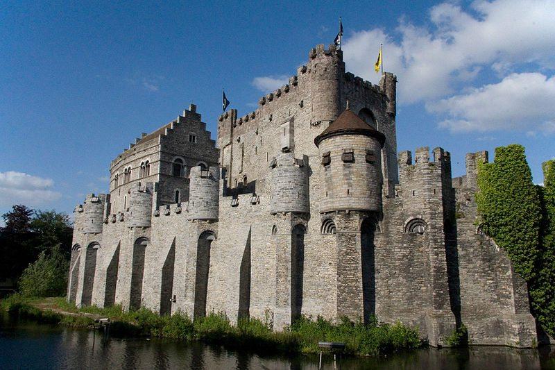 Burg Gravensteen, eine der grössten europäischen Wasserburgen (© Maros / Wikimedia / CC)