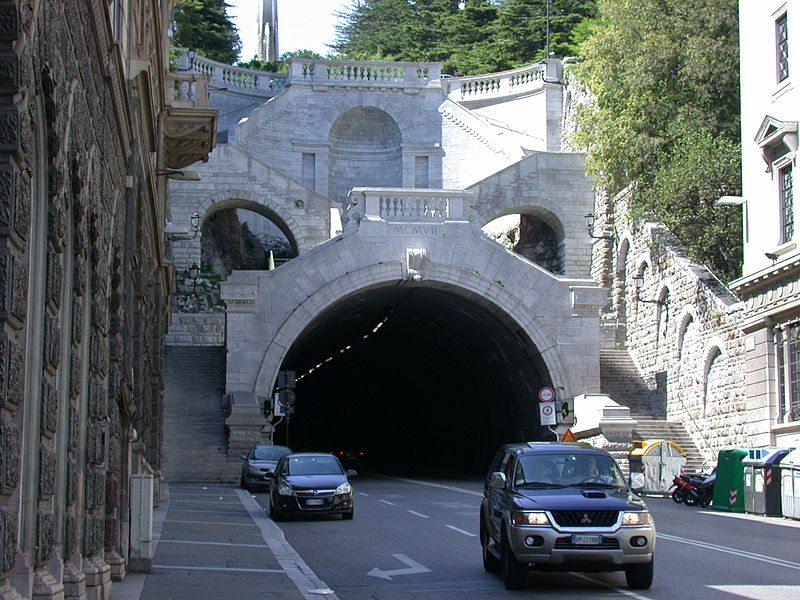 Stadttunnel Scala dei Giganti (© RicciSpeziari / Wikimedia / CC)