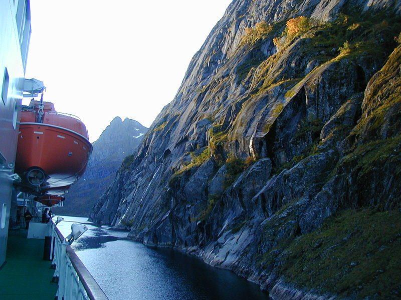Fahrt durch den Trollfjord (© MeRyan / Wikimedia / CC)