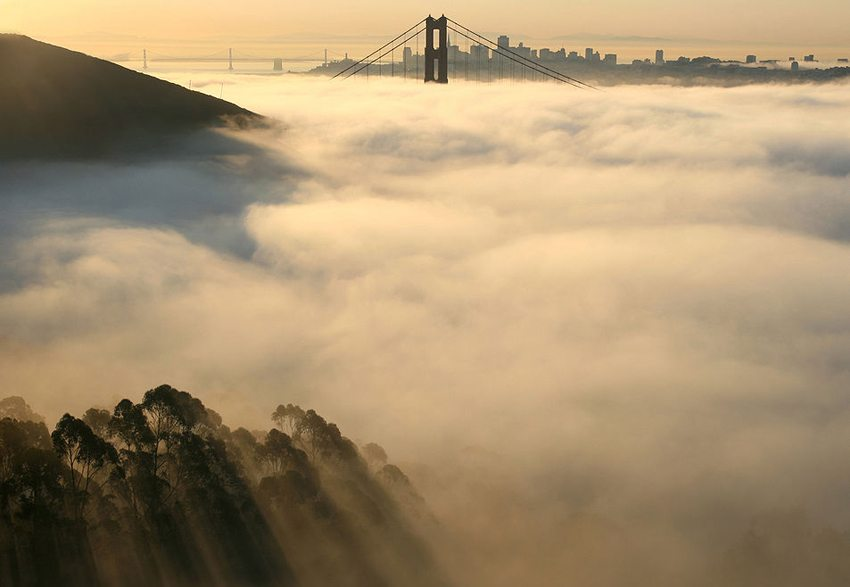 Golden Gate Bridge im Nebel (Bild: Brocken Inaglory, Wikimedia, CC) USA Reise