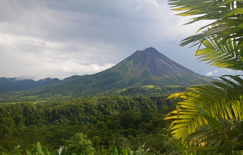 Arenal – der aktivste Vulkan von Costa Rica (Bild: BonniesPics, Wikimedia, CC)