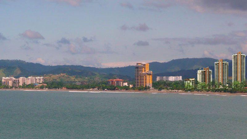 Bucht von Jacó in Costa Rica (Bild: Apega71, Wikimedia, CC)