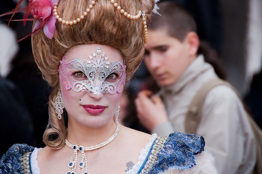 Venezianischer Karneval – einfach ein Erlebnis (Bild: Giorgio Minguzzi, Wikimedia, CC)