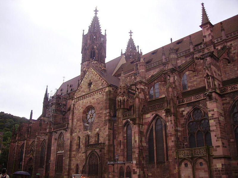Katholische Kathedrale – Münster Unserer Lieben Frau, Freiburg im Breisgau (Bild: Zairon, Wikimedia, CC)