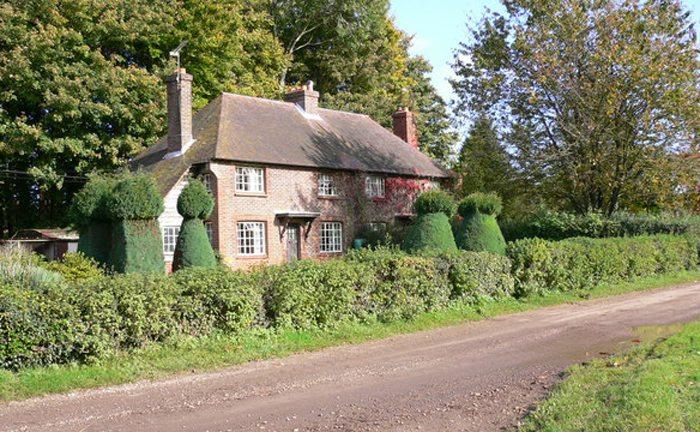 New Pond Cottages bei Midhurst (Bild: Shazz, Wikimedia, CC)