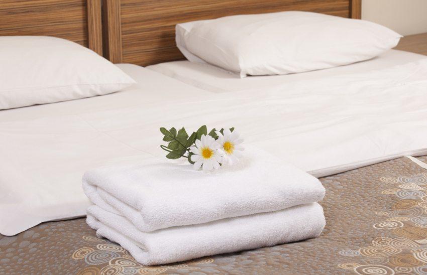Als Erstes sollte das Bett geprüft werden (Bild: mertcan / Shutterstock.com)