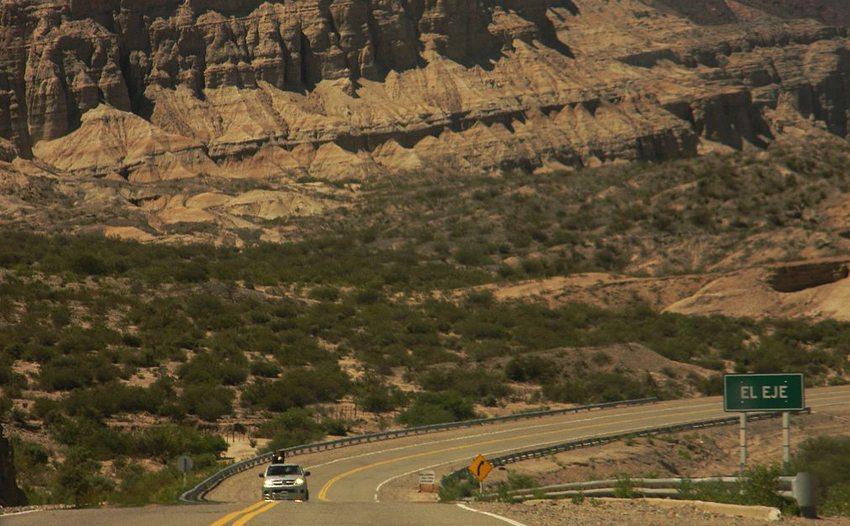 Ruta 40 bei Catamarca (Bild: GtPLzcat89, Wikimedia, CC) ruta 40
