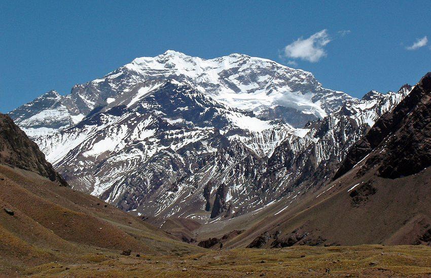 Der Aconcagua - der höchste Berg ganz Amerikas (Bild: Mario Roberto Duran Ortiz, Wikimedia, GNU) ruta 40