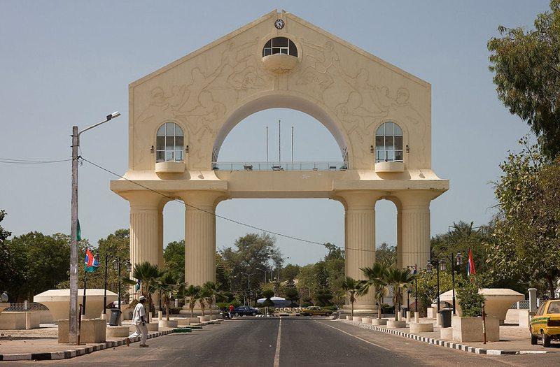 Der Arch 22 in Banjul, Gambia (Bild: Ikiwaner, Wikimedia, CC)