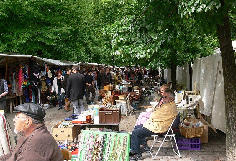 Flohmarkt am Arkonaplatz in Berlin (Bild: Andreas Praefcke, Wikimedia, CC)
