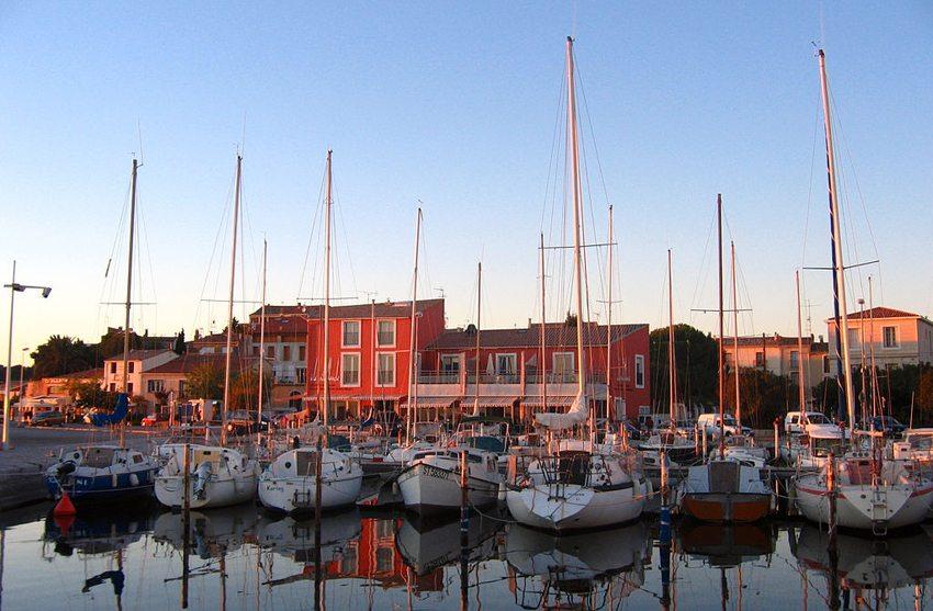 Hafen von Bouzigues (Bild: Matthieu FAURE, Wikimedia, CC)