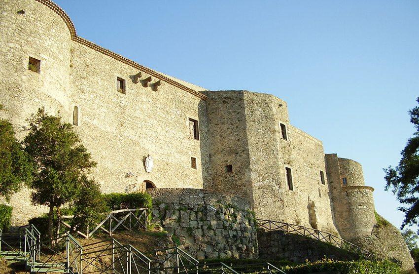 Castello Svevo-Normanno in Vibo Valentia (Bild: Manuel zinnà2, Wikimedia, CC)