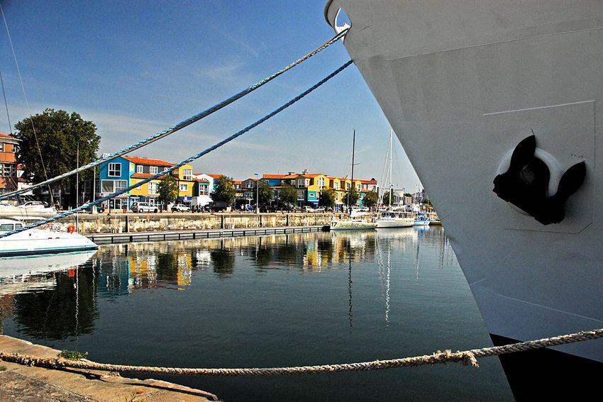 La Rochelle – buntes Hafenviertel (Bild: Jochen Jahnke, Wikimedia, GNU)
