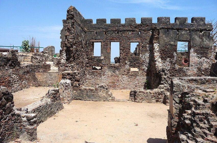 Fort James auf Kunte Kinteh Island (Bild: Martijn Russchen, Wikimedia, CC)
