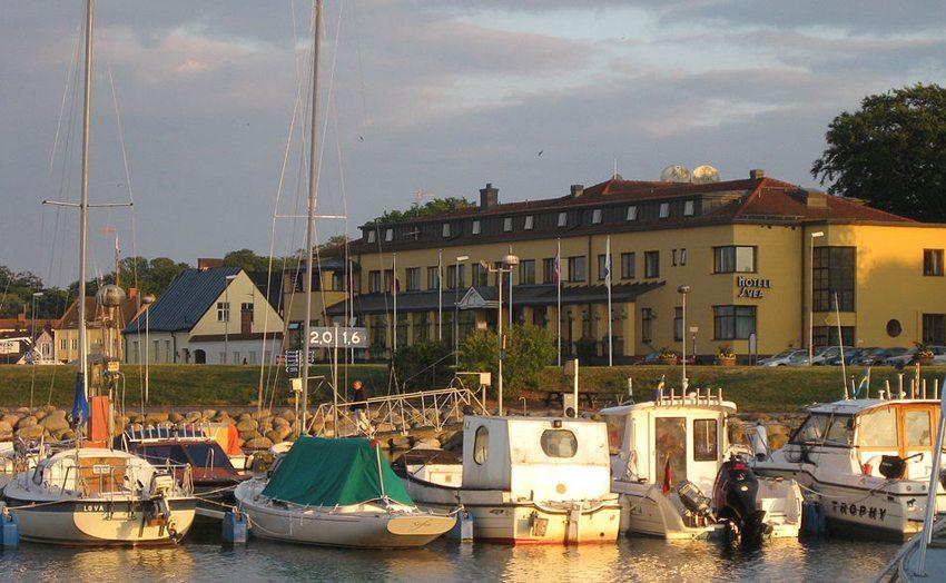 Hafen von Simrishamn (Bild: Jorchr, Wikimedia, CC) Schweden Ferien