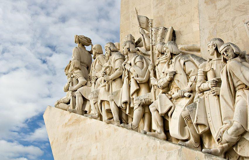 Das Entdeckerdenkmal Padrão dos Descobrimentos in Lissabon (Bild: Luca Galuzzi, Wikimedia, CC)
