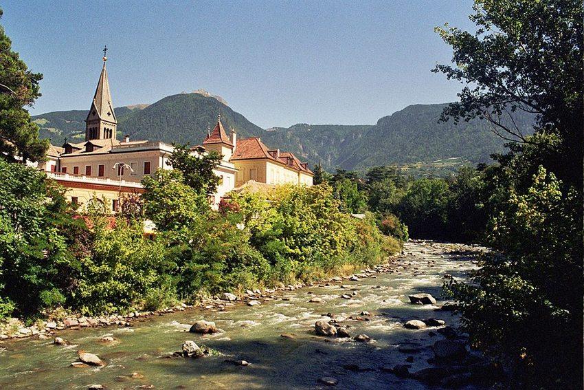 Meran in Südtirol mit Passer (Bild: myself, Wikimedia, CC)