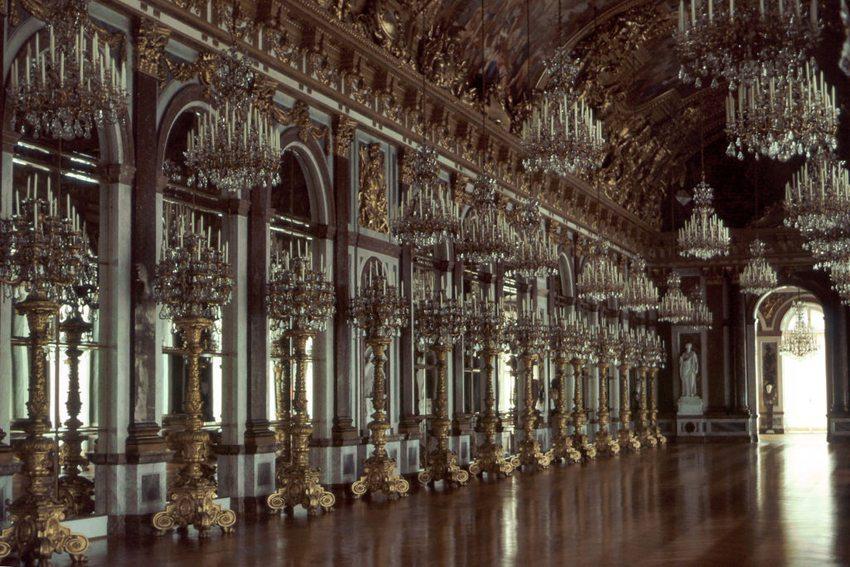 Spiegelgalerie im Neuen Schloss Herrenchiemsee (Bild: rjones0856, Wikimedia, CC)