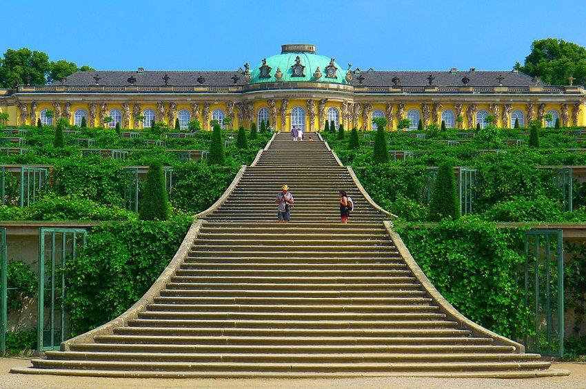 Schloss Sanssouci in Potsdam (Bild: Mbzt, Wikimedia, CC)