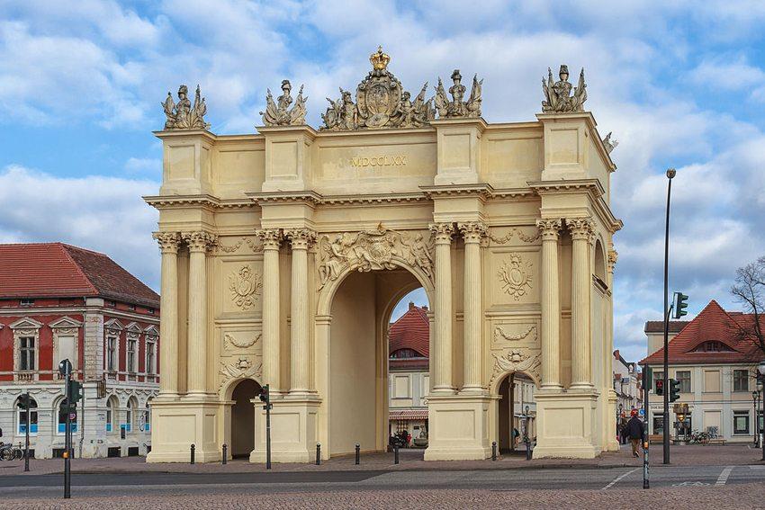 Potsdamer Brandenburger Tor (Bild: Avda, Wikimedia, CC)