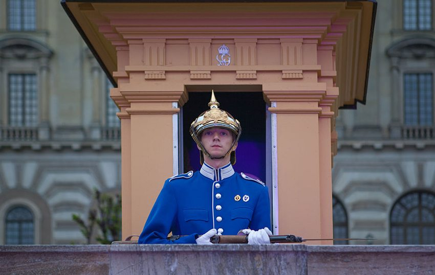 Garde vor dem königlichen Schloss in Stockholm (Bild: Bengt Nyman, Wikimedia, CC)
