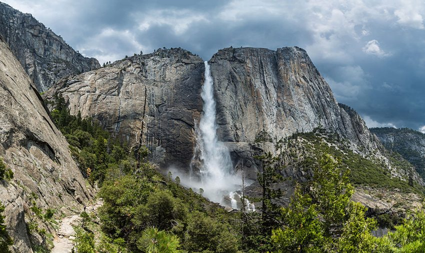 Upper Yosemite Falls (Bild: DAVID ILIFF, Wikimedia, CC) USA Reise