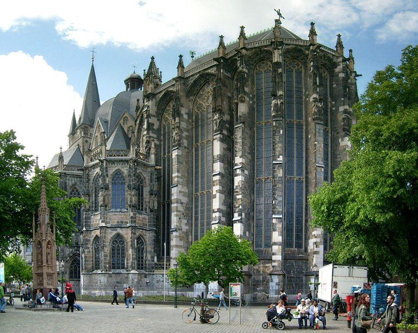 Chorhalle vom Aachener Dom (Bild: Lokilech, Wikimedia, GNU)