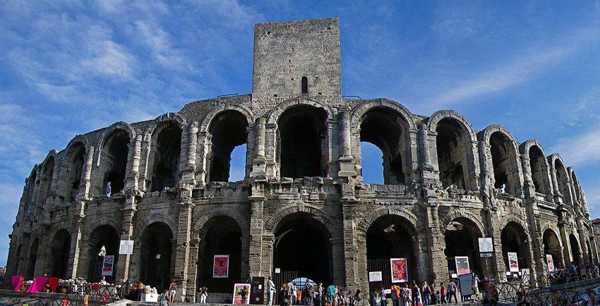 Das Amphitheater von Arles (Bild: Vincent, Wikimedia)