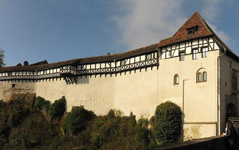 Wartburg in Thüringen – Panoramaansicht der Ostseite (Bild: Misburg3014, Wikimedia, CC)