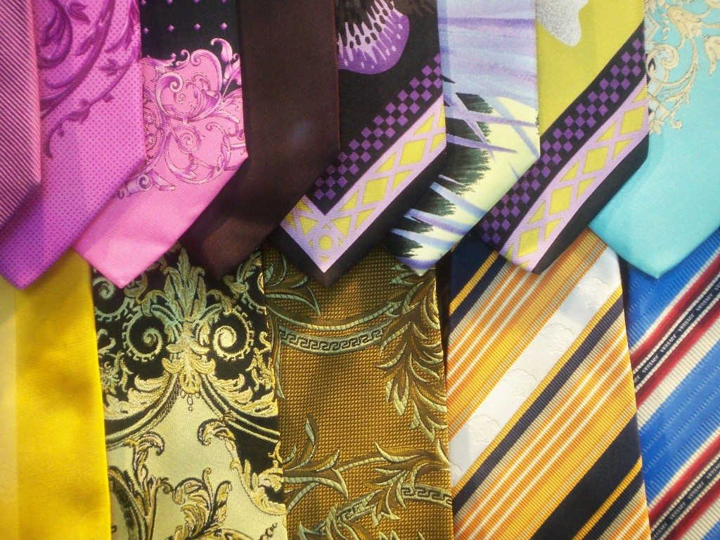 Krawatten sollten gerollt transportiert werden (© Olaf Rendler / pixelio.de)