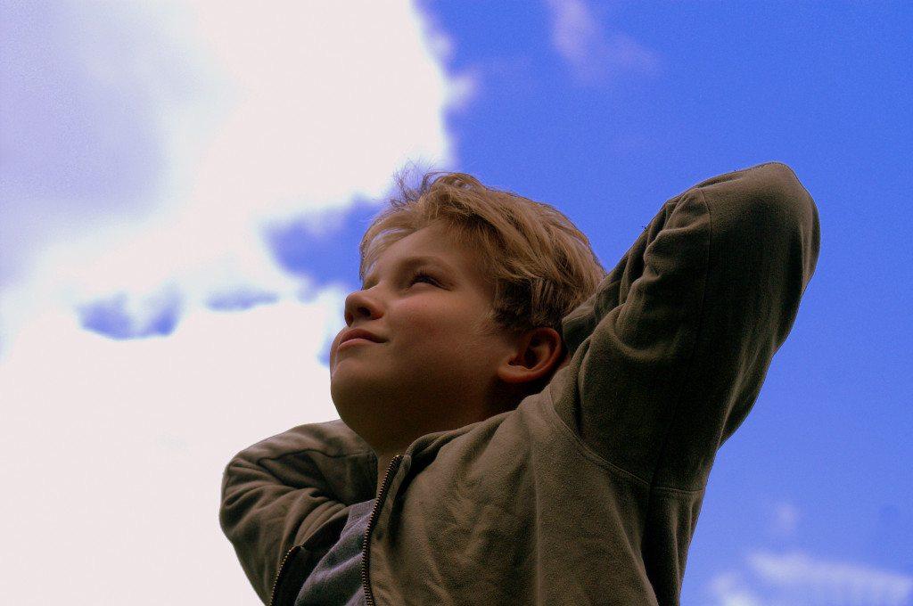 Kinder leiden besonders unter Druckveränderungen (© Stephanie Hofschlaeger  / pixelio.de)