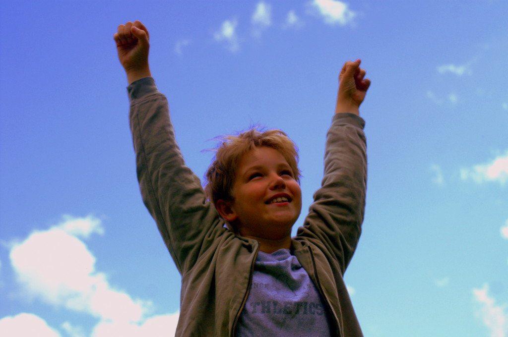 Die erste Reise ohne Eltern - für Kinder ein Erlebnis (© Stephanie Hofschlaeger  / pixelio.de)