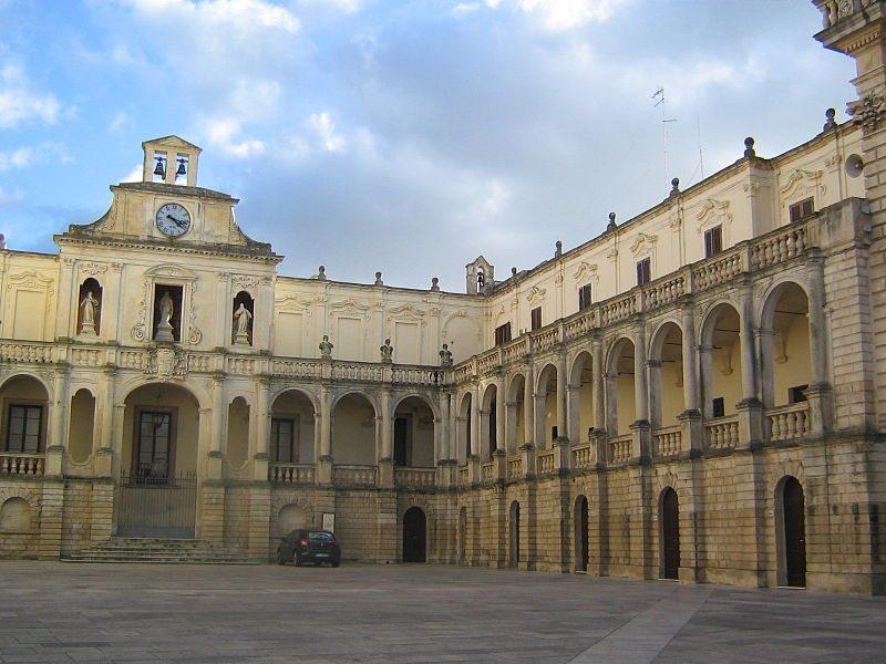 Bischofspalast Episcopio am Domplatz (© Marzoide88 / Wikimedia / CC)
