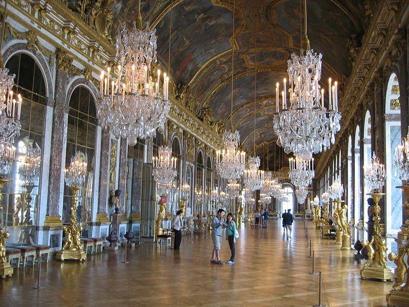 Prachtstück von Schloss Versailles: der Spiegelsaal (© Arnaud 25 / Wikimedia / public domain)