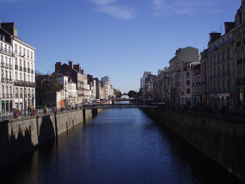 Blick auf den Stadtfluss Vilaine von der Place de la République (© EriFr / Wikimedia / public domain)
